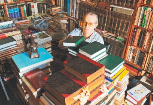 Vídeo: Poeta doou 180 mil obras para o Banco de Livros da Fiergs Genaro Joner/