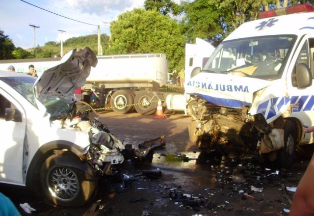Acidente na RS-404 deixa pelo menos dois mortos e nove feridos Divulgação/