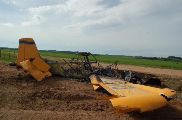 Queda de avião agrícola causa morte de auxiliar de pista em São Francisco de Assis Fernando Ramos/