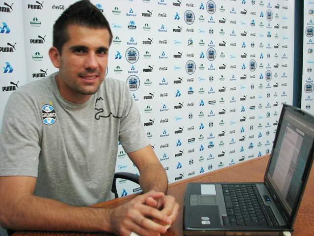 Victor fica emocionado com campanha por sua permanência no Grêmio Tatiana Lopes/