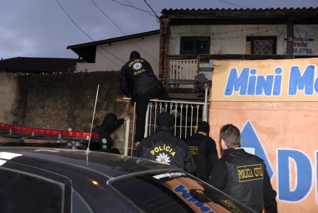 VÍDEO: Suspeitos de envolvimento em quatro assassinatos são presos em Porto Alegre  Ronaldo Bernardi/