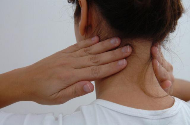 Dores no pescoço: sete dicas simples para atenuar o problema  Flávio Neves/