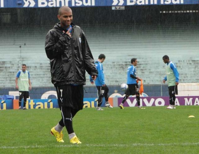 Gabriel treina entre os titulares do Grêmio e deve estrear diante do Atlético-PR Tatiana Lopes /