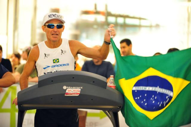 Valmir Nunes vence ultramaratona 24h em esteira disputada na Capital Jean Schwarz/