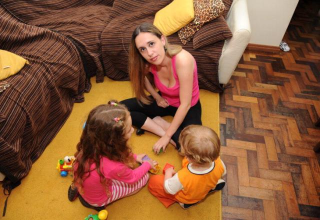 Mãe de duas crianças com autismo tem dificuldade para encontrar escola para os filhos Adriana Franciosi/