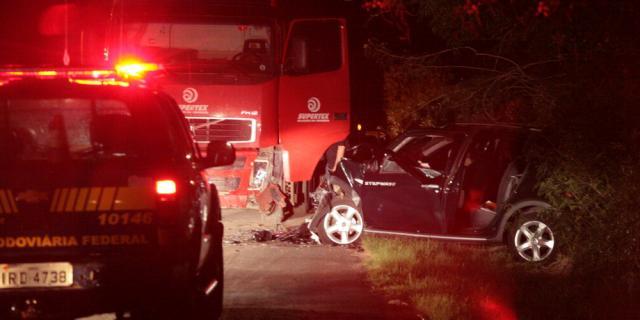 Idosa morre em acidente entre carro e caminhão na região central do Estado Ronald Mendes/