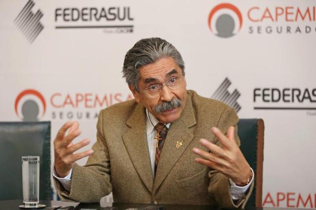 """Olívio Dutra defende expulsão de tesoureiro e lamenta: """"PT caiu na vala comum"""" Emílio Pedroso/Divulgação"""