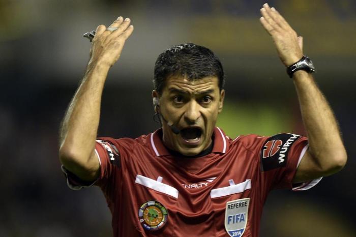 Luiz Zini Pires. Sandro Meira Ricci é apontado pela CBF como o árbitro  número 1 do BrasilDANIEL GARCIA   AFP 4a015cd234adb
