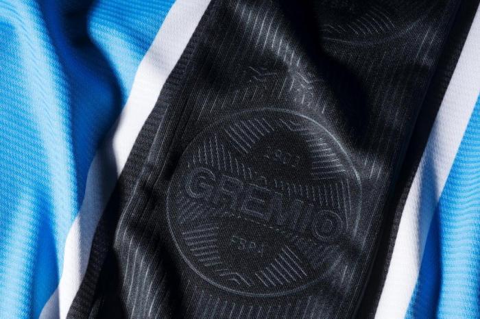 6c81b26a78 Luiz Zini Pires  conheça detalhes das novas camisas do Grêmio