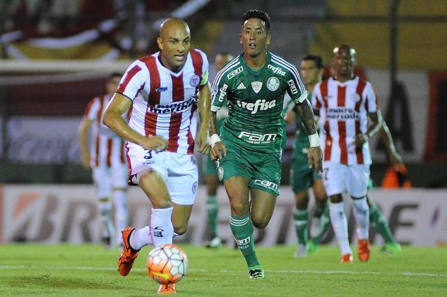 Palmeiras estreia na Libertadores com empate contra o River Plate no Uruguai Dante Fernandez/AFP
