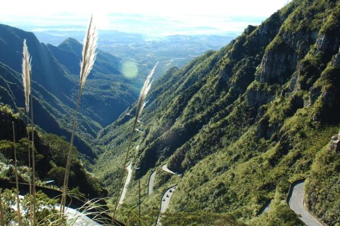 Um passeio pelas curvas da Serra do Rio do Rastro, em Santa