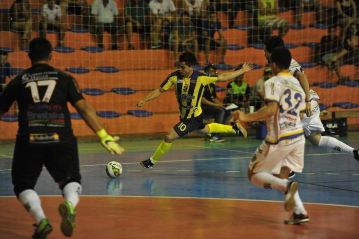 ad71c6b97 União (de amarelo) estreou com vitória por 2 a 0 na 1ª rodadaJean Pimentel    Agencia RBS
