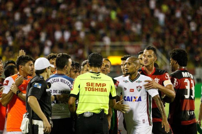 Decisão foi tomada após STJD aceitar pedido de impugnação por parte do  Fluminense após polêmica envolvendo a arbitragem 8c899d06cfba6