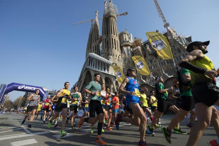 Maratona de Barcelona passando pela Sagrada FamíliaJosep Lago   AFP PHOTO 3d0dd3353f705