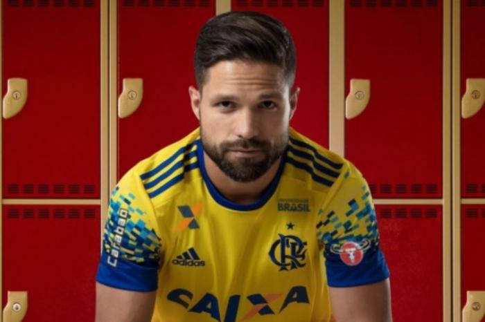 Diego foi o garoto-propaganda do novo uniformeDivulgação   Flamengo 20af8495e2a22